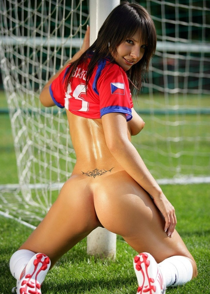A nude model, a new jersey mom and a canadian have us women's soccer one win