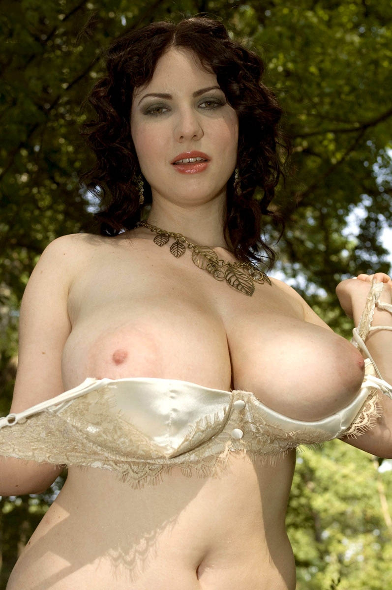 Random Nude » massive forest girl (8)