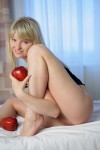 nude apples 5 100x150 nude apples