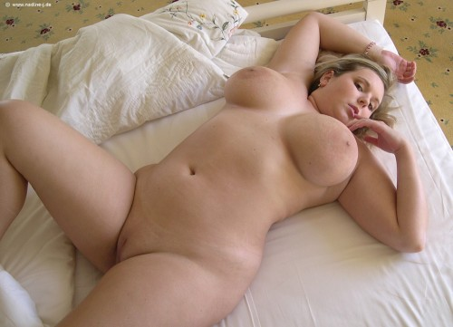 Curvy blonde babe cindy dolar loves pleasing herself 7