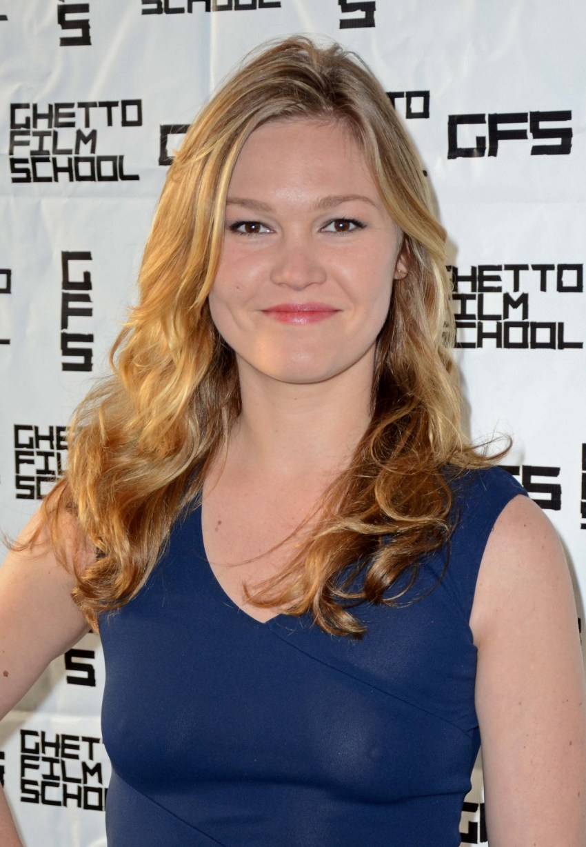 julia stiles ghetto nipples 00 Julia Stiles   see through dress