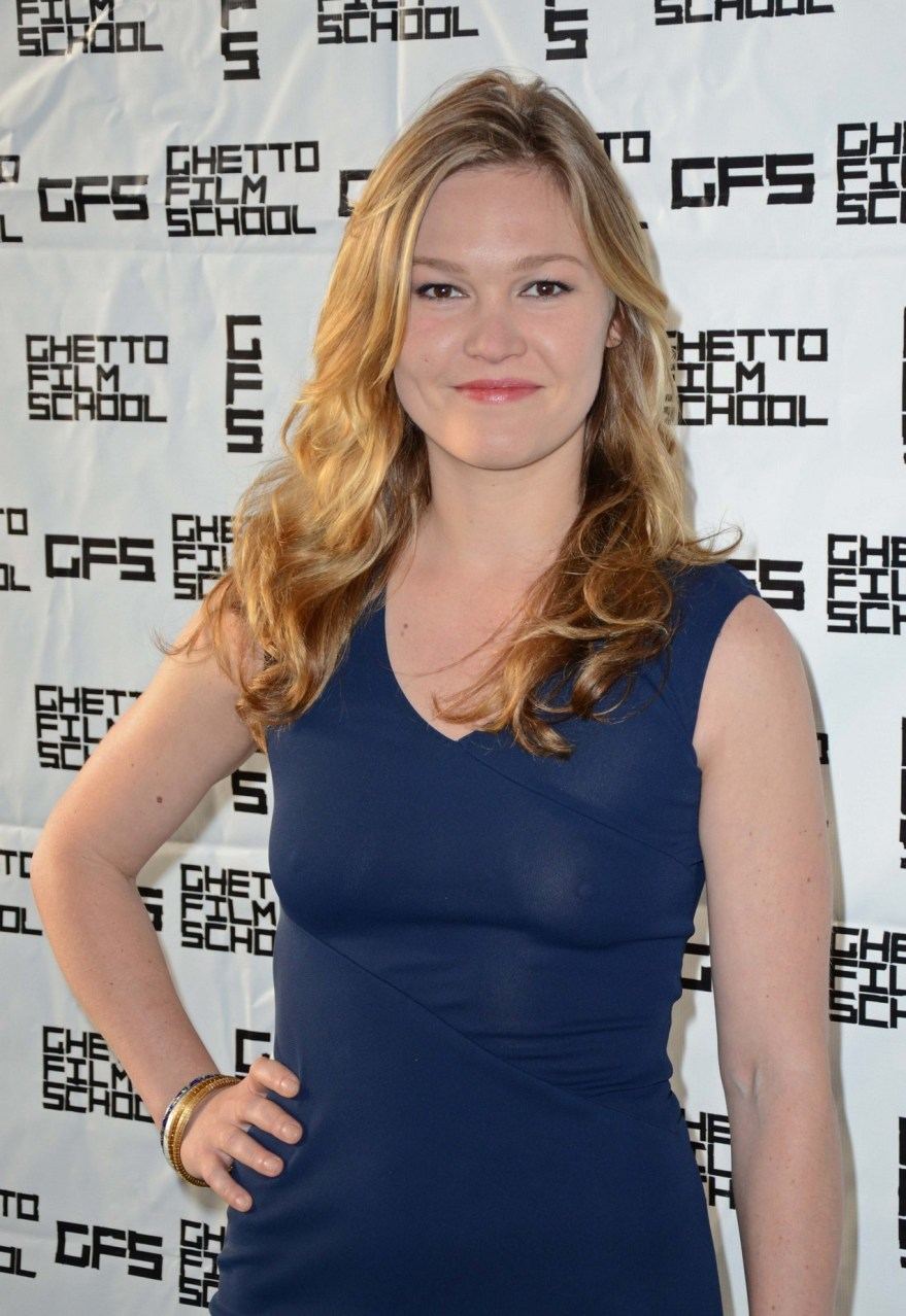 julia stiles ghetto nipples 01 Julia Stiles   see through dress