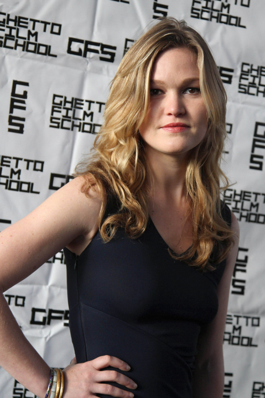 julia stiles ghetto nipples 05 Julia Stiles   see through dress