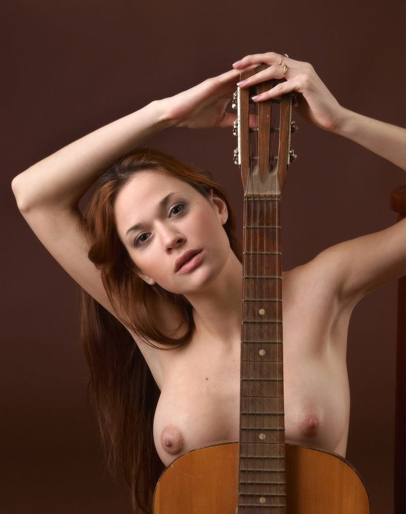 Sexy guitar playing chick naked
