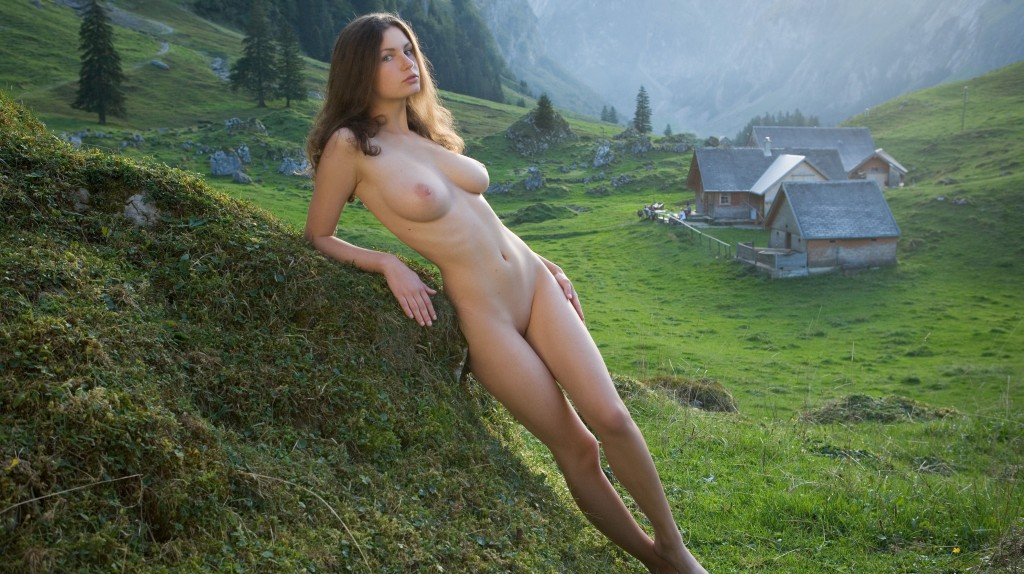 Female bodybuilder nude outdoors