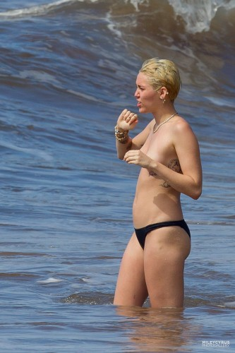 Miley Cyrus – Topless in Hawaii 14 333x500 Miley Cyrus – Hawaii