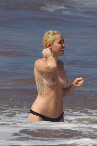 Miley Cyrus – Topless in Hawaii 23 333x500 Miley Cyrus – Hawaii