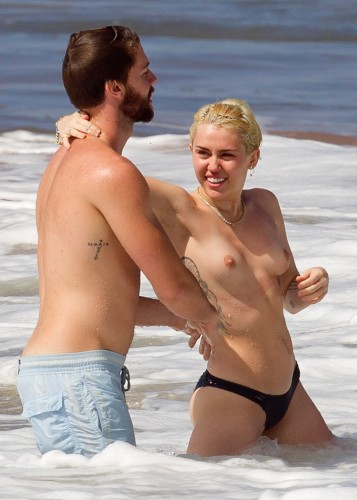 Miley Cyrus – Topless in Hawaii 28 357x500 Miley Cyrus – Hawaii