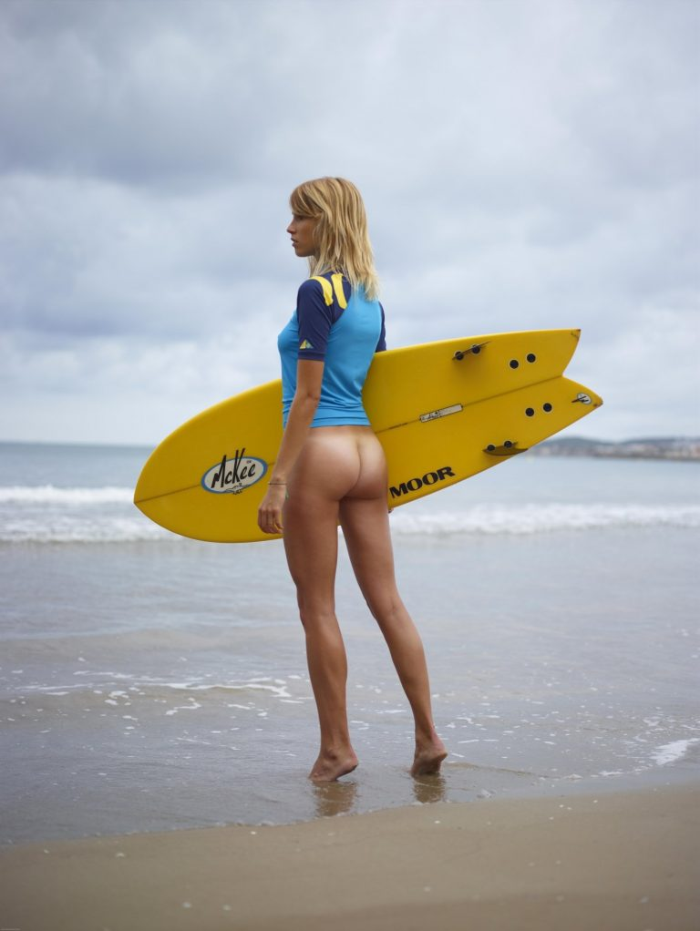 naked-missy-gibson-pictures-surfer