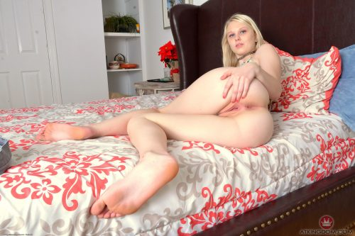 lil085JSP 338324081 500x333 lily in bed