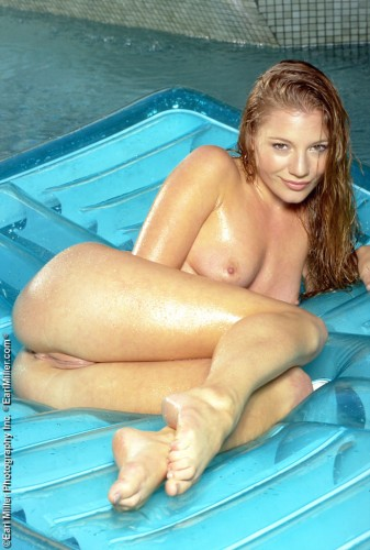 IMG044 337x500 Glossy beauty all wet