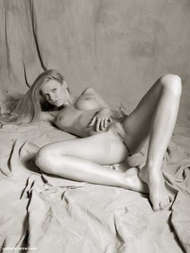 photo011 375x500 Black and white blonde