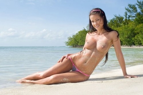 beach brunnette tn 500x332 beach brunette