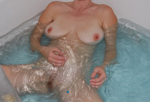 hot ca milf wife amature nude in tub flash tits pussy croped 500x339 bathtub